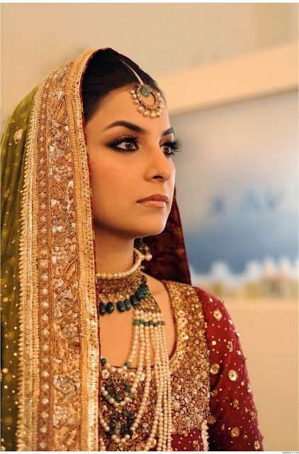 A regal Pakistani bridal look with perfect detailing from outfit colour, pearl jewellery and stunning make-up.