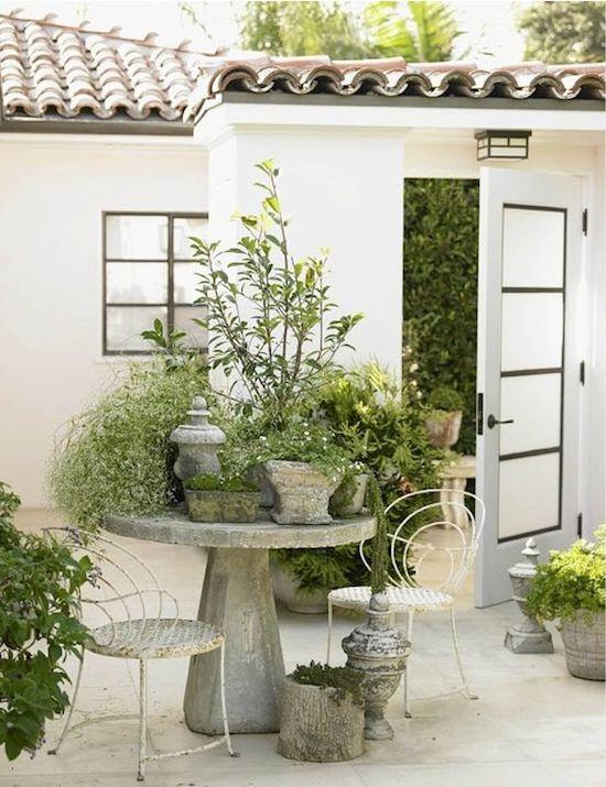 garden patio // Spanish Mission architecture // California's Pacific Palisades #garden #California #patio