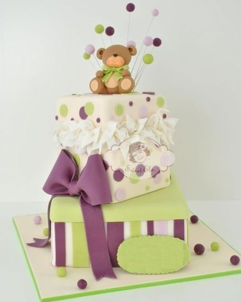 Cake in the form of a  gifts tower whit teddy bear