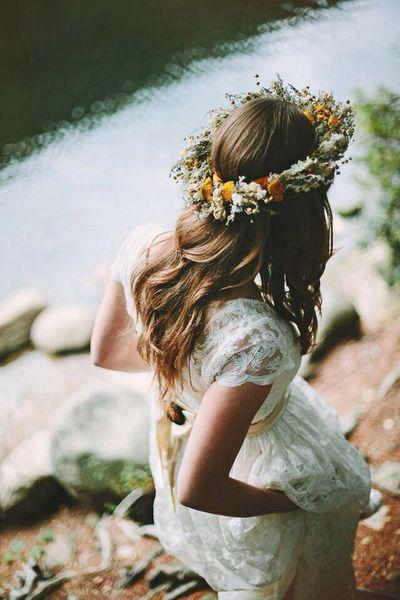 Bridal floral crown #rusticweddinginspiration #rusticwedding