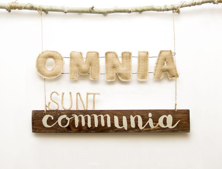 """Miss Gingerale. """"Omnia Sunt Communia"""", decoración personalizada. Hecho a mano."""
