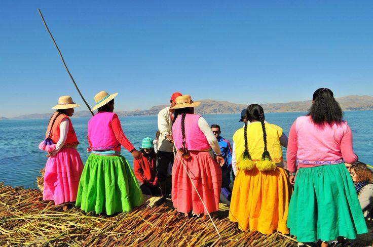 Mujeres de la Isla de los Uros ~ Lago Titicaca, Perú