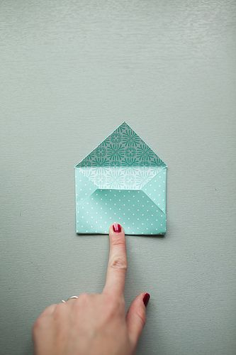 Cute DIY idea to make mini envelopes using pretty patterned paper!