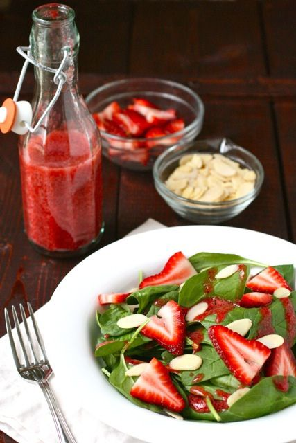 Strawberry Spinach salad with slivered almonds...plus a dressing recipe: Strawberries Salad, Strawberries Spinach Salad, Apples Cider Vinegar, Salad Dresses, Salad Recipe, Dresses Recipe, Summer Salad, Dresses Sound, Strawberries Dresses