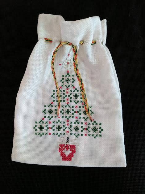 Christmas hand embroidered gift bag  Sac à cadeau fait à la