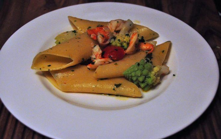 Broccolo romano, mazzancolle e pomodori confit con pennoni Rummo