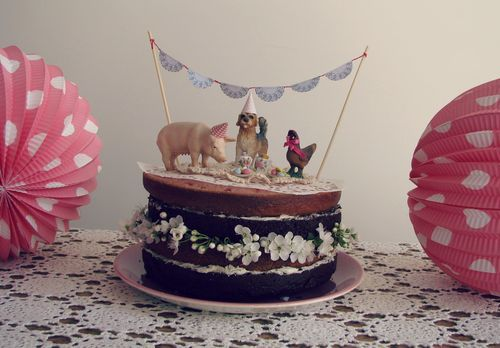 Hands down, the most played with toys in our house are our Schleich animals...years and years of play...I love this birthday cake that features the farm animals as cake toppers.  Perfect -- and there's nothing extra to buy!