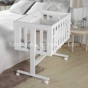 ayunan box bayi minimalis ini dicat dengan warna putih atau caty duco. dan ranjang balita ini juga mempunyai desain model minimalis adalah desain yang lagi ngetren dikalangan pengrajin mebel jepara