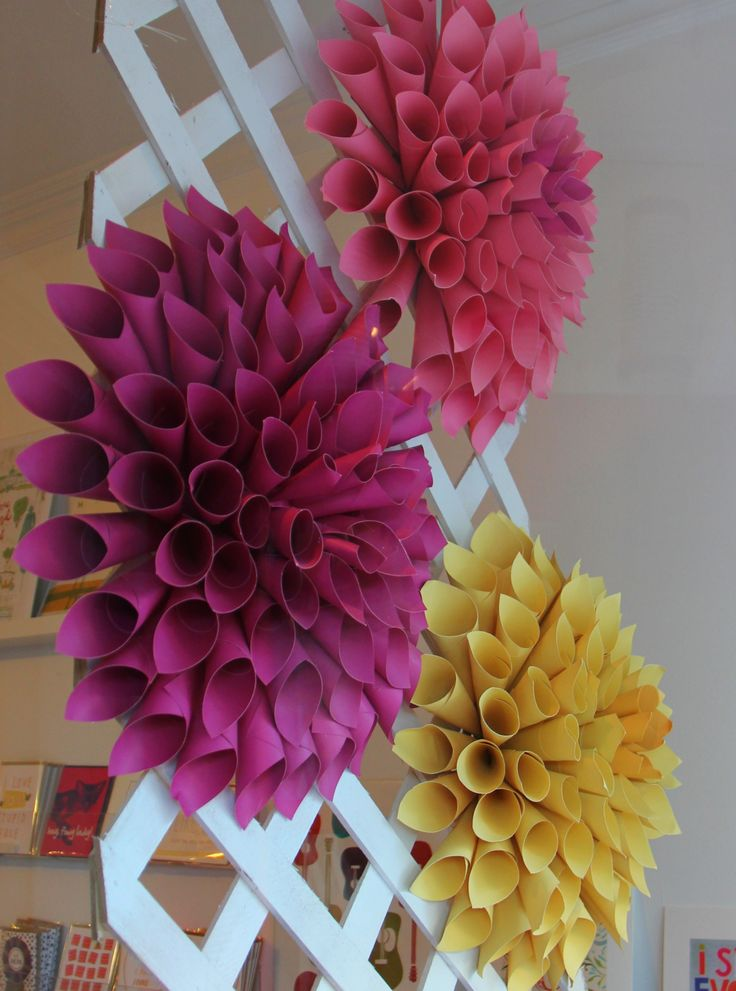 Paper dahlias window display at Poppins, Mackinac Island. #paperart, #windowdisplay