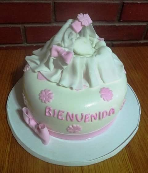 #BabyShower #ItsAGirl  #fondant #cake by Volován Productos  #instacake #puq #Chile #VolovanProductos #Cakes #Cakestagram #SweetCake