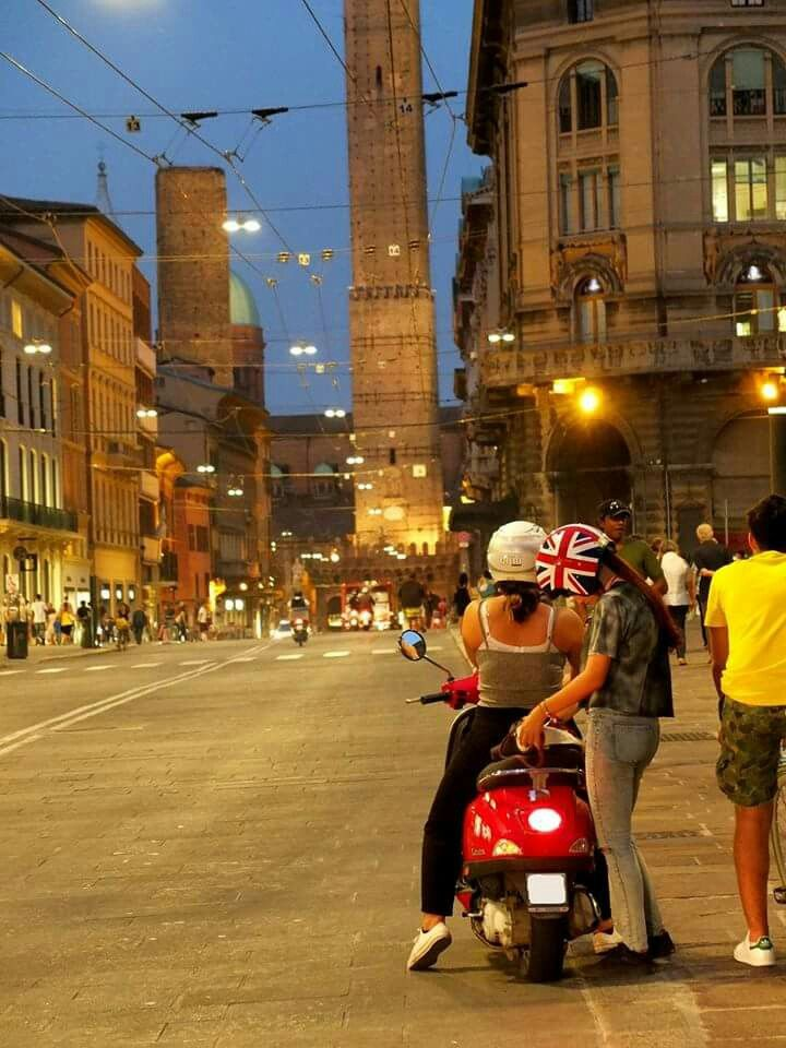 Bologna via rizzoli