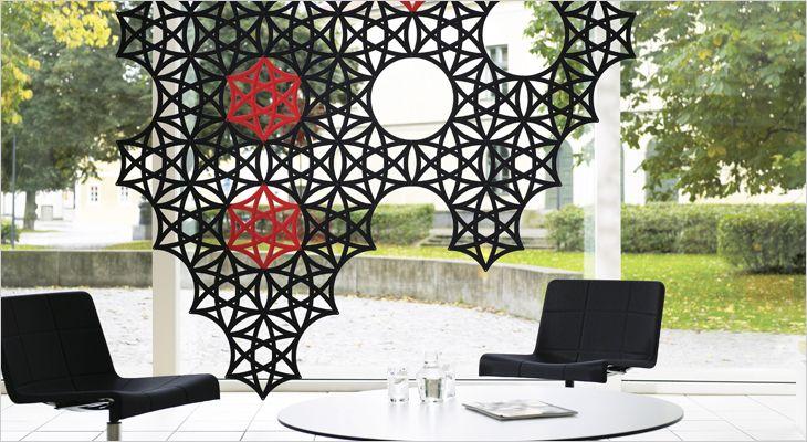 Airflake ceiling mounted acoustic partition and room divider. Loft monteret akustisk skillevæg og rumdeler.