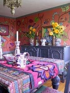 Love the mural and the pattern on pattern of the runner over the tablecloth.