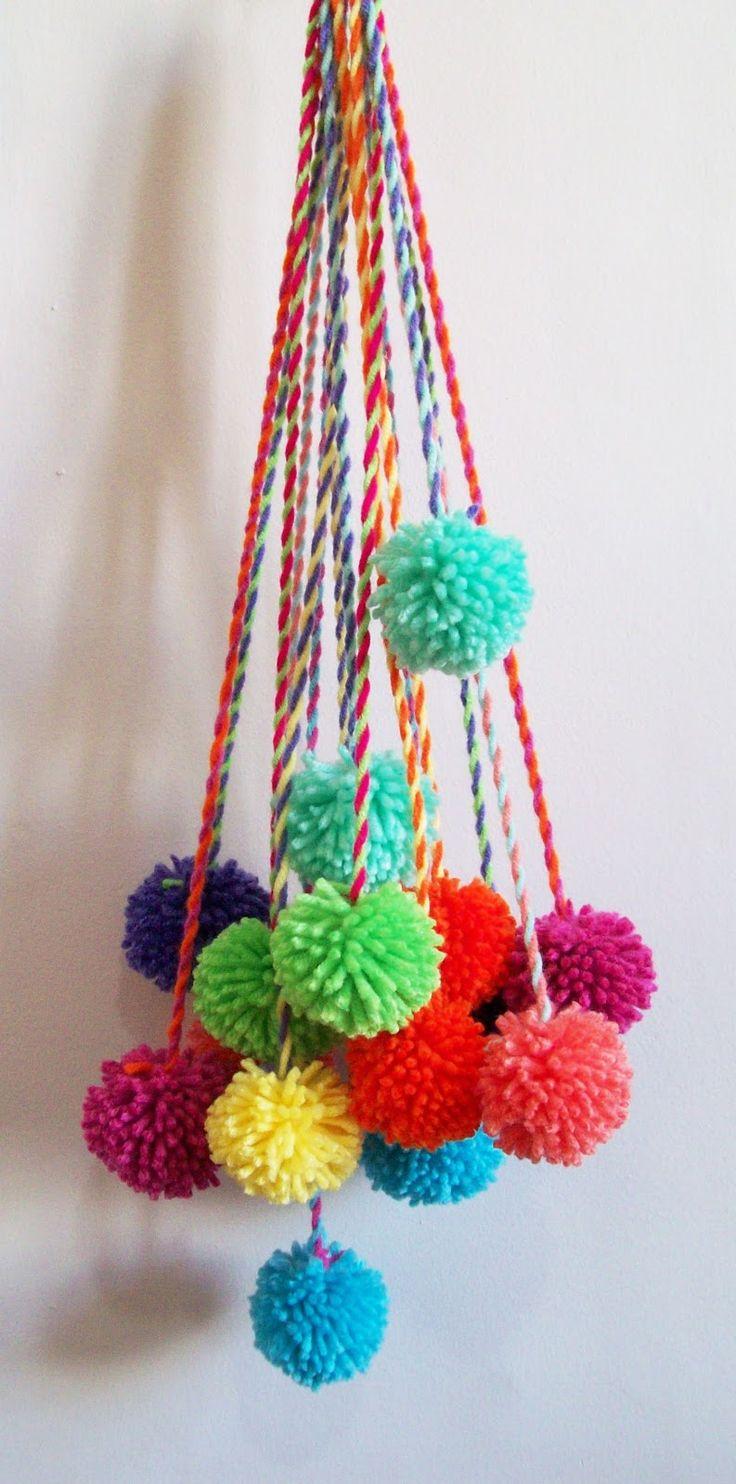 Pompones que podes encargar para dar color a tus espacios.