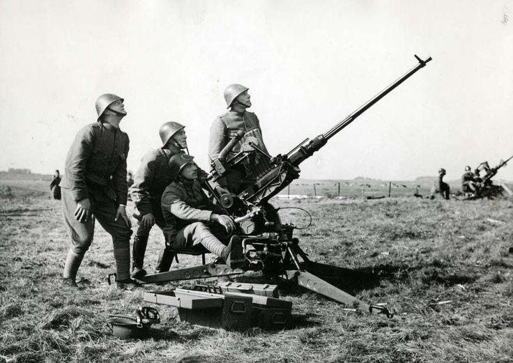 17 Best images about WW2 Blitzkrieg on Pinterest | Soldiers, Dutch ...