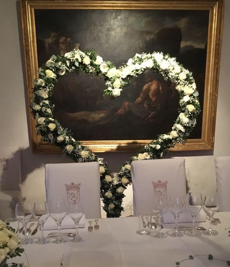 Hjärta att ställa bakom brudparet vid middagen