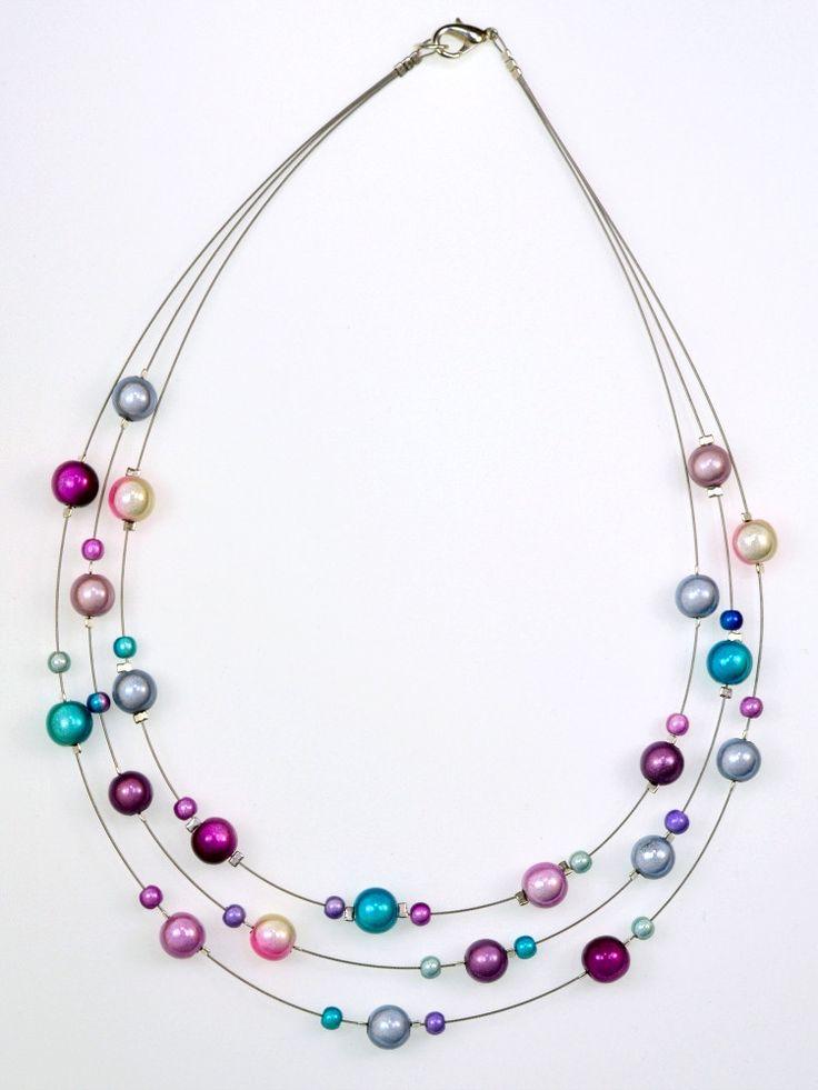 получите фото проволочное ожерелье с бусинами серовато-бежевые тона