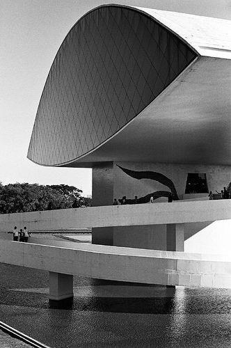 Museu Oscar Niemeyer, Curitiba, 2002
