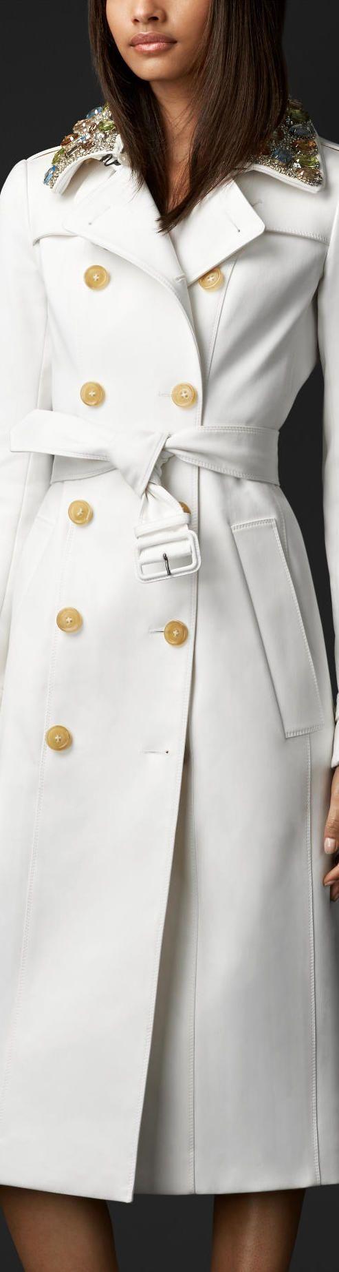 Burberry >> Gem Collar Trench Coat