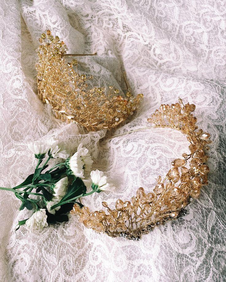 Короны выполнены из бусин Swarovski, сплетены ювелирной позолоченной проволокой ✨ Невероятно блестят