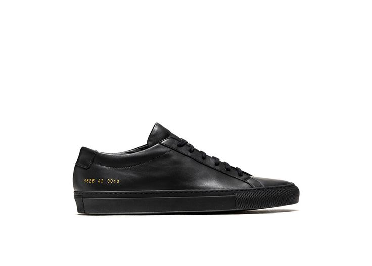 ACHILLES LOW SNEAKERS COLOR BLACK-made in italy black calfskin achilles low sneakers. color co-ordinated cotton laces. gold-tone size and style code at lateral side. leather insole featuring the woman by common project logo. 2 cm high seamed sole in rubber.