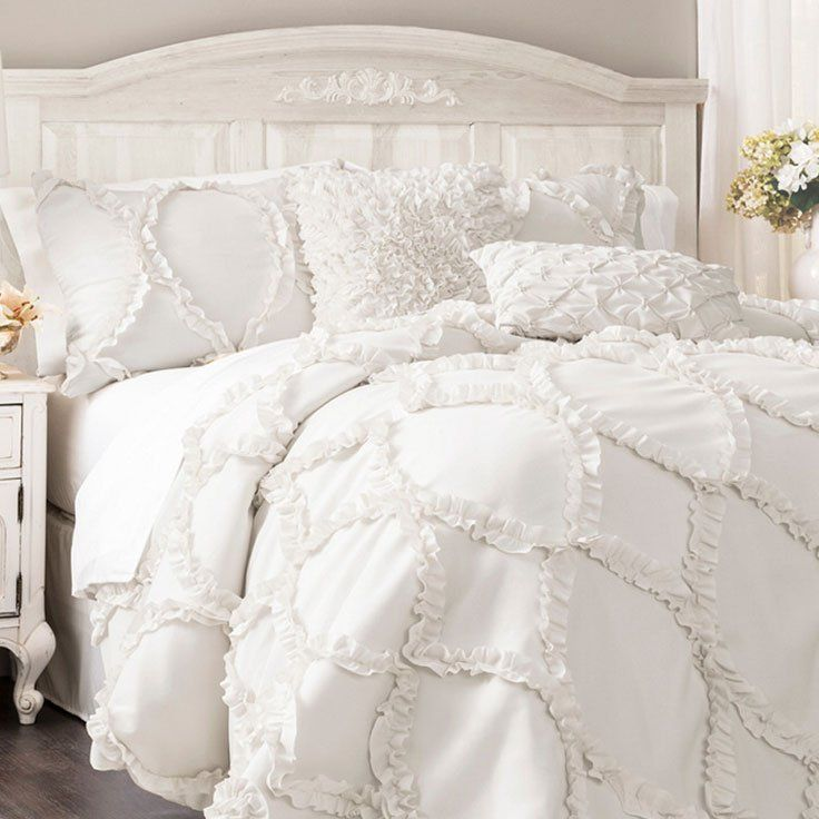 The bed of your dreams is here. Fluffy down comforters with feminine details and ruffles – how could your sleep be anything but sweet?