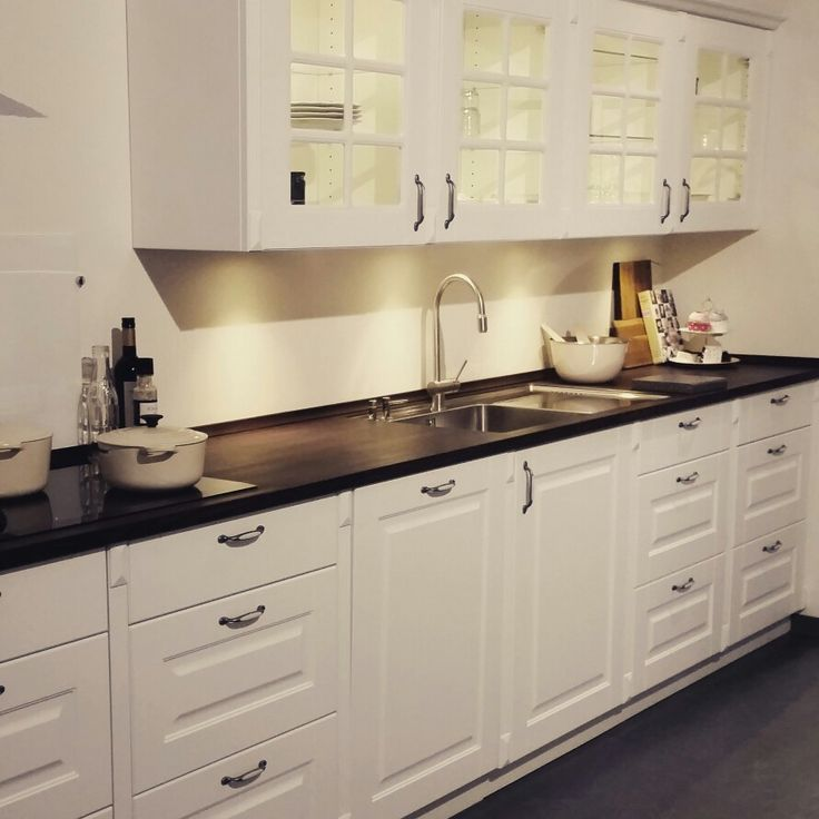 Showroom styling for kvik.dk - old white Wood styled kitchen for the home  (made by EnaEna.dk )