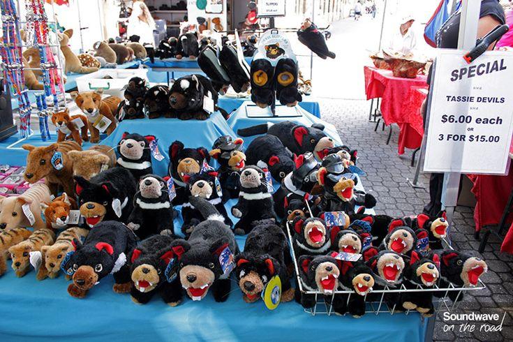 Diables et tigres de Tasmanie en peluche au Salamanca Market http://soundwaveontheroad.com/la-voix-du-salamanca-market/
