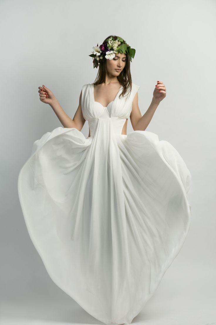 Anastiasia - white heart model: Anastasia Dumbravineanu (ICAN Models Management) dress: Diana Dima MUA: Gabriela Furcelea Flowers: https://www.facebook.com/floripedia.povesti