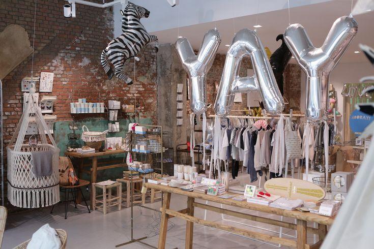 """Kinder- en feestwinkel YAY in Antwerpen - Lightspeed Omnichannel klant  """"Het zou kunnen dat onze toekomstige generatie alleen nog maar online shopt. Maar persoonlijk hoop ik dat de fysieke winkel altijd blijft, maar dan meer gericht op de beleving. Ik denk dat fysiek en online hand-in-hand zou moeten gaan en elkaar versterken. Dat is voor mij omnichannel."""" - Floris, mede-eigenaar van YAY.  Lees verder op: www.lightspeedhq.nl/klanten/YAY"""