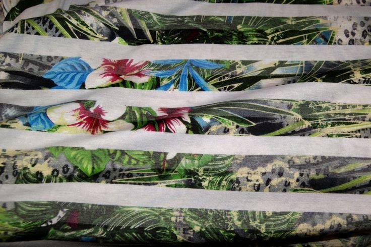 A736 Tricot dun streep/bloemen wit