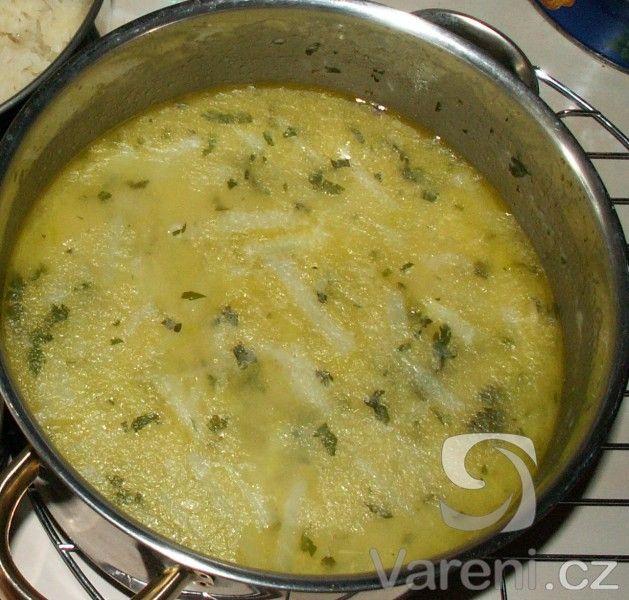 Zahušťovaná zeleninová polévka.