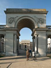 The Fine Arts Museums of San Francisco participates in two reciprocal membership programs: the Western Reciprocal Program and the North American Reciprocal Program.