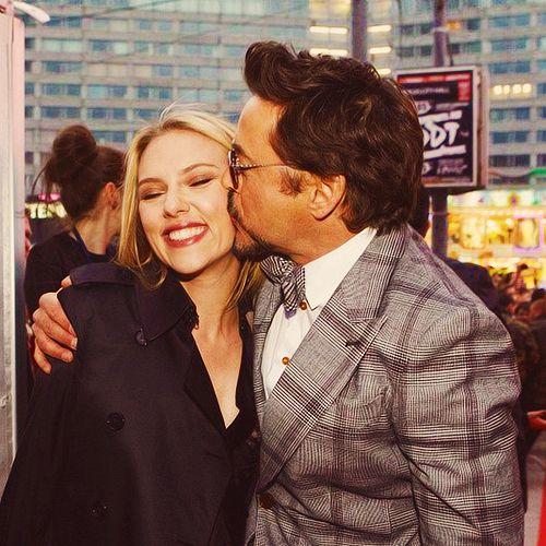Avengers Cast - RDJ gives Scarlett a friendly kiss ...