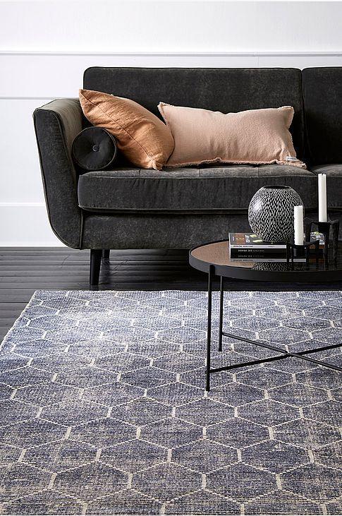 Shoppa mattor hos Ellos till bra priser. Välj bland hundratals olika mattor i härliga färger, material och modeller. Handla din matta enkelt och säkert online hos Ellos.se!