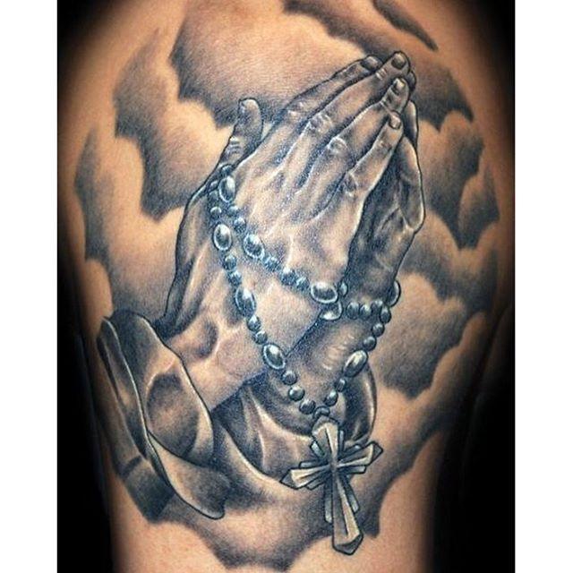 20 besten praying hands tattoo bilder auf pinterest. Black Bedroom Furniture Sets. Home Design Ideas