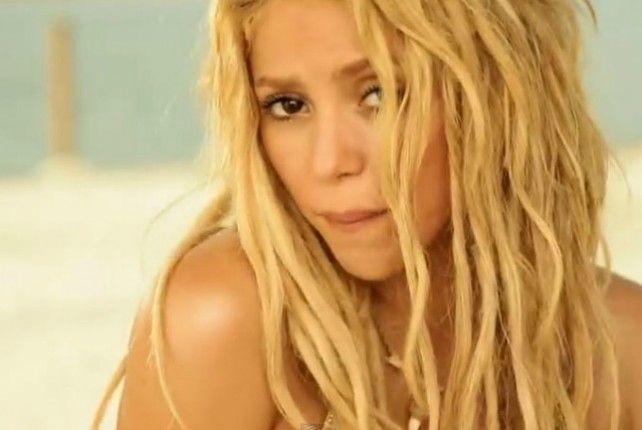 """Un juez de Nueva York dictaminó que el tema """"Loca"""" de Shakira constituye plagio de un tema escrito en los 90 por el cantante dominicano Ramón Arias Vásquez."""