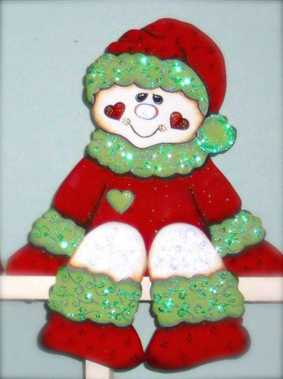 Sitter estante o manto super lindo muñeco de nieve/muchacha Sage (versión de roja Navidad). Salvia está hecha de pino madera de 3/4 diseñado, corte a mano, lijado y pintado por mi a mano. Sage está pintado en tonos de rojo y verde. Ella es aprox. de 10 de altura de estante o manto. Acentos de brillo fueron agregados a Sage. Ella hace un maravilloso regalo de Navidad para alguien especial o para su vacaciones, Navidad y decoración estacional. Por favor espere 5-7 días laborales crear...