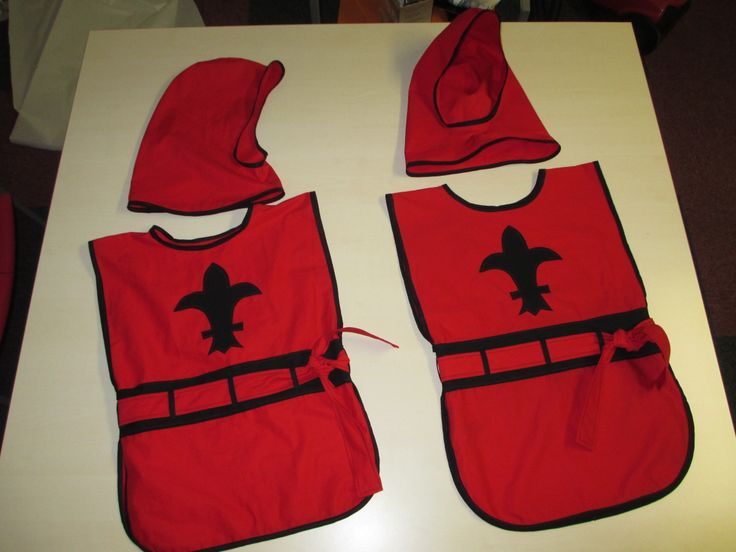 Ridderpakken voor échte ridders in wording, gemaakt met het patroon van Eloleo: http://eloleo.blogspot.nl/2011/11/handleiding-ridderpak-en-prinsessenrok.html
