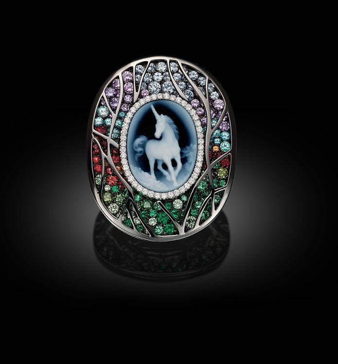 Palmiero Jewellery Design - unicorn cameo with jeweled frame