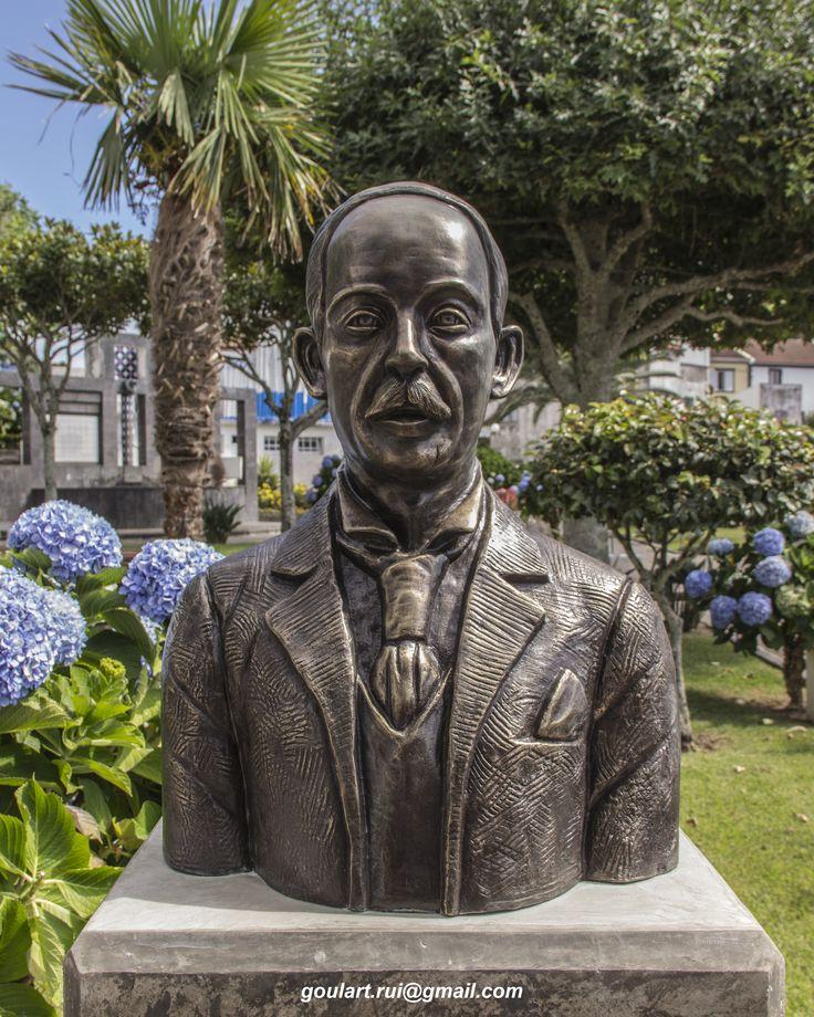 Busto MANUEL AUGUSTO DE AMARAL  Notável Poeta e Professor (1862-1942) Jardim Nossa Senhora dos Anjos, Vila de Água de Pau Escultor: Rui Goulart