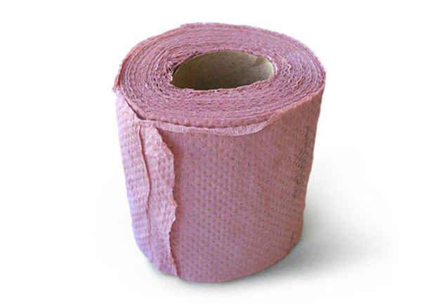Este papel higiênico cor de rosa.
