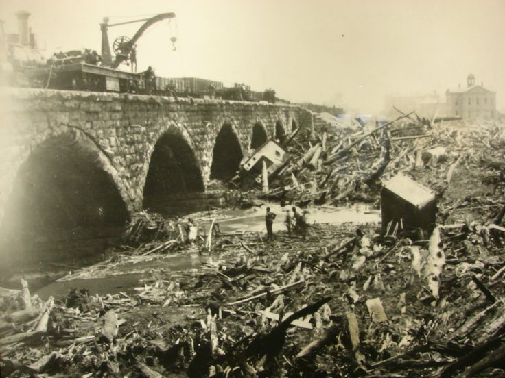 The seven arches bridge in Johnstown after the flood. The bridge caught a huge amount of debris that had collected in the flood waters during the 14 mile journey from Lake Conemaugh to Johnstown. On the night of the flood that debris pile caught on fire.