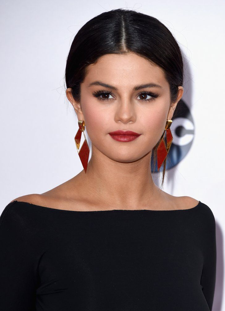 Pin for Later: See All the Sexy Stars on the Red Carpet of the American Music Awards! Selena Gomez
