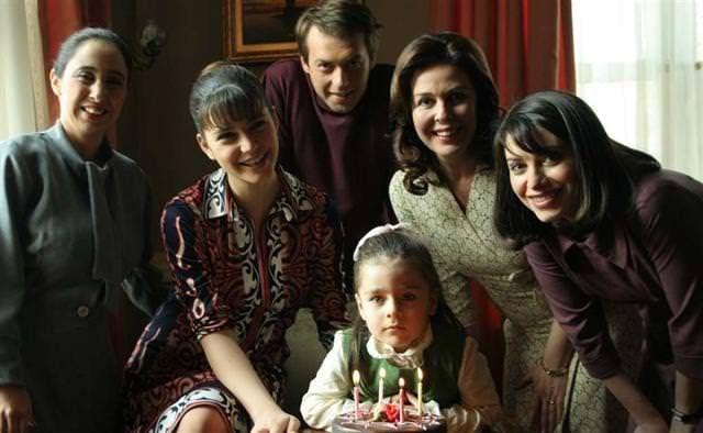 Hatırla Sevgili —en español: Recuerda, cariño— es una serie de televisión turca de 2006 emitida en el canal ATV. Fue una de las series más ...