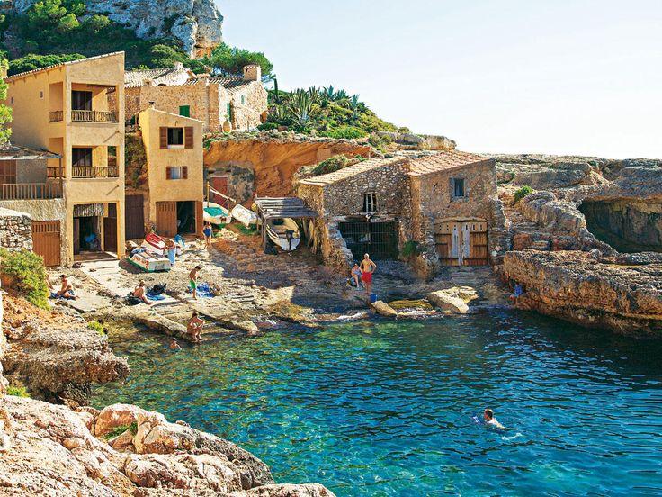 Auf Mallorca tut sich was: Junge Mallorquiner kochen kreativ nach alten Rezepten, renovieren Stadthäuser und bauen Wein an. Tolle Tipps für euren ...