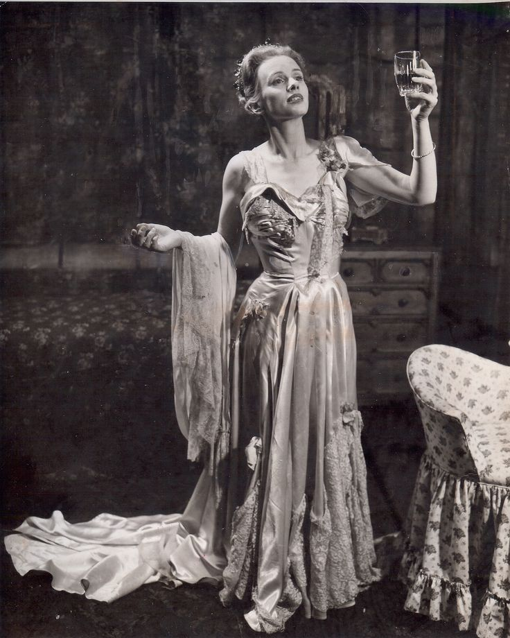 a characterization of blanche dubois from tennesse williams play a streetcar named desire This play is about blanche dubois  in tennessee williams' play, a streetcar named desire,  psychoanalytical study of a streetcar named.