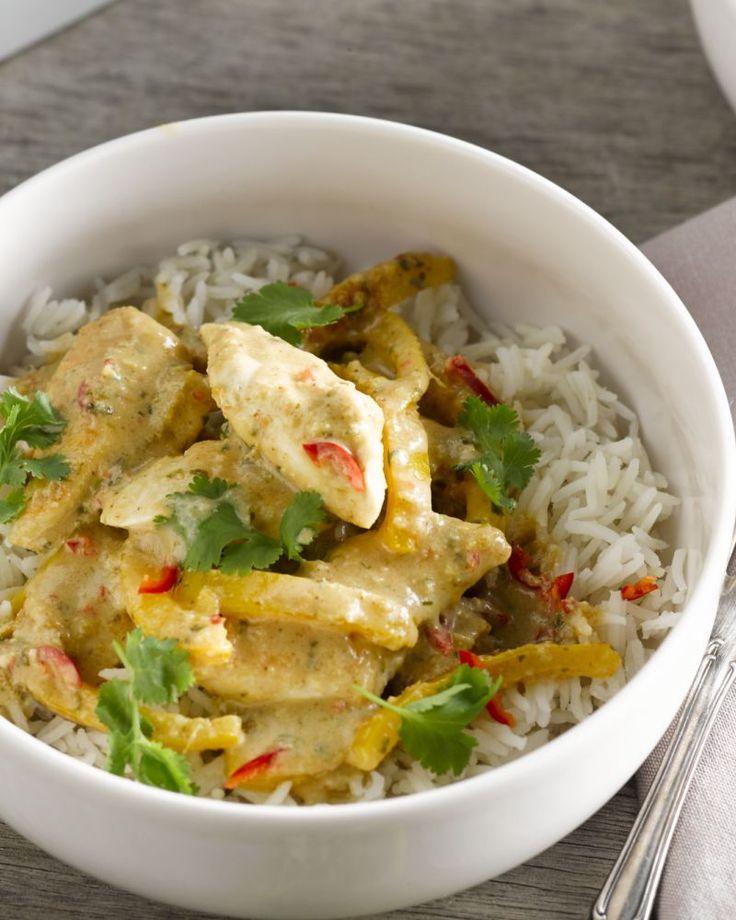 Deze curry met kip en pinda is supersnel klaar, laag in calorieën en ook nog eens overheerlijk! Wat wil je nog meer?