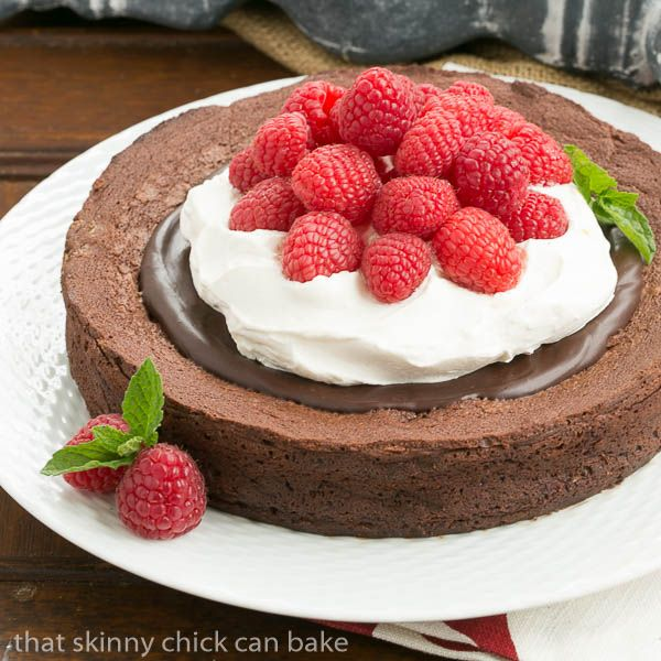 Chocolate Earthquake Cake | chocolate cake recipe from @lizzydo