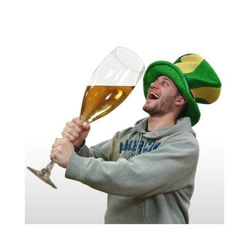 """Új értelmet nyert az """"Én csak egy pohár pezsgőt kérek"""" mondás. http://www.crazyshop.hu/megaloman-pezsgospohar-482"""
